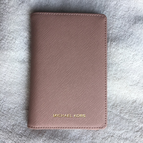 b51a24a5a51c Michael Kors Bags | New Passport Holder Case Fawn Pink | Poshmark